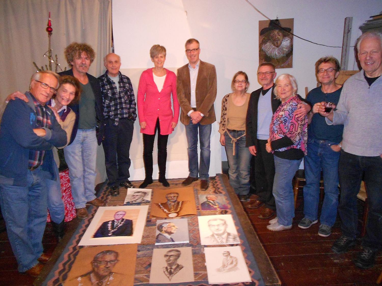 Burgemeester Pieter Heiliegers koopt alle negen portretten