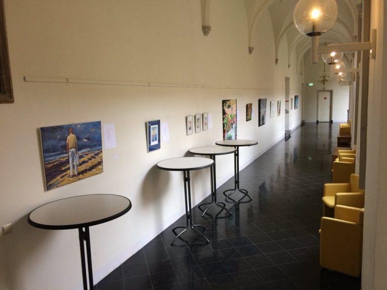 Verbinding tussen beeldende kunst en poëzie in de Kloostergangen