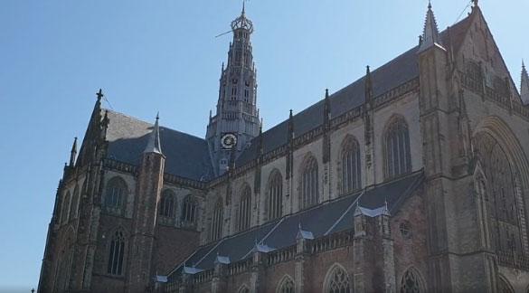 Haarlemse stadsdichter Willemien Spook: 'Ik sta hier als een vreemd bewijs van vrede'